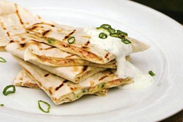 Quesadillas s lososem a koriandrovou salsou